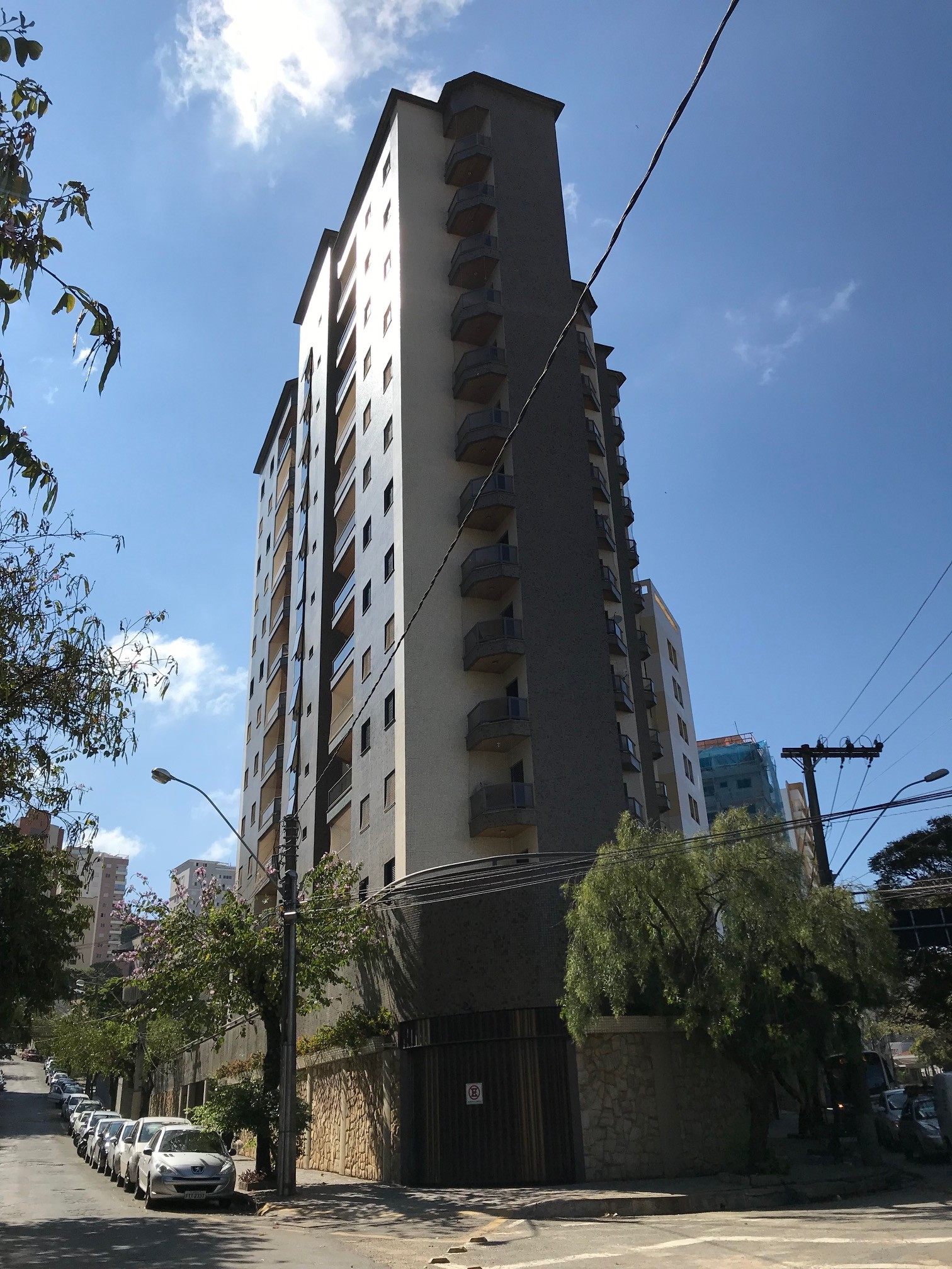 Cód 1648A - Apartamento no centro de Poços de Caldas.