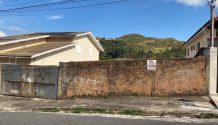 Cód 444T - Lindo Lote em uma das Ruas mais charmosas de Poços de Caldas ( RUA PRESIDENTE KENNEDY). BAIRRO MARÇAL SANTOS.
